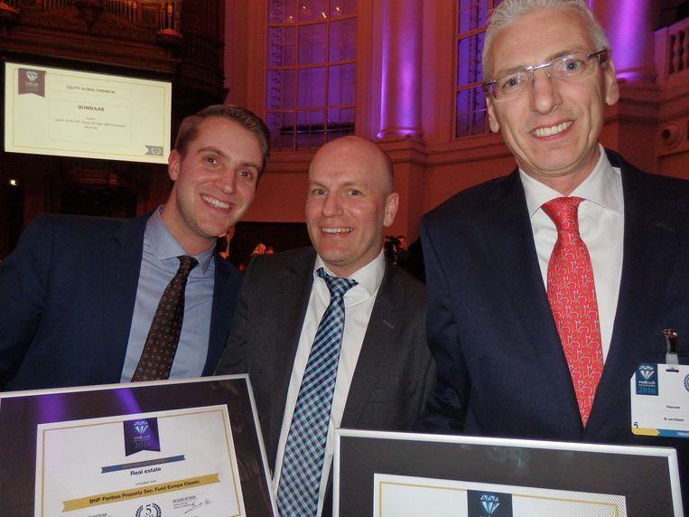 Winnaars en tafelgenoten: Matthijs van der Veen en Jan Willem Vis (beiden BNP Paribas) wonnen Real Estate en Marco van Diesen (Petercam) won Money Market EUR. Beeld -