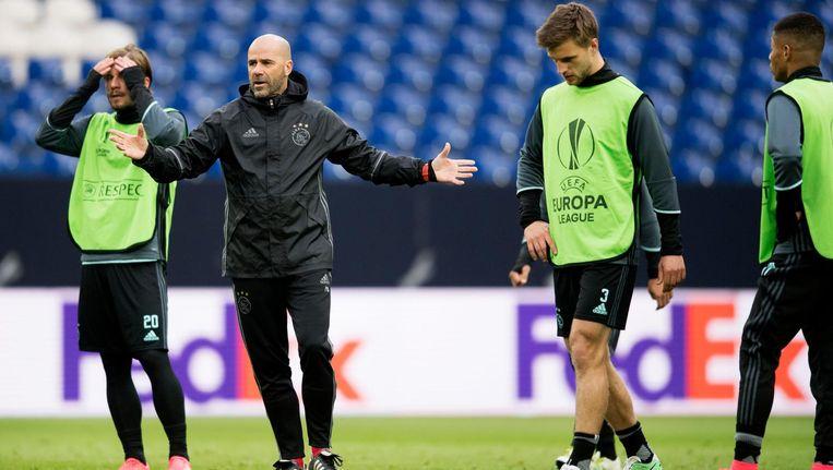 Peter Bosz tijdens de training van donderdag, voor de wedstrijd tegen Schalke 04. Beeld anp