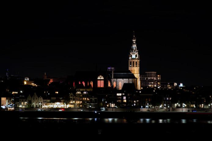 Skyline van Nijmegen met de Sint Stevenskerk.