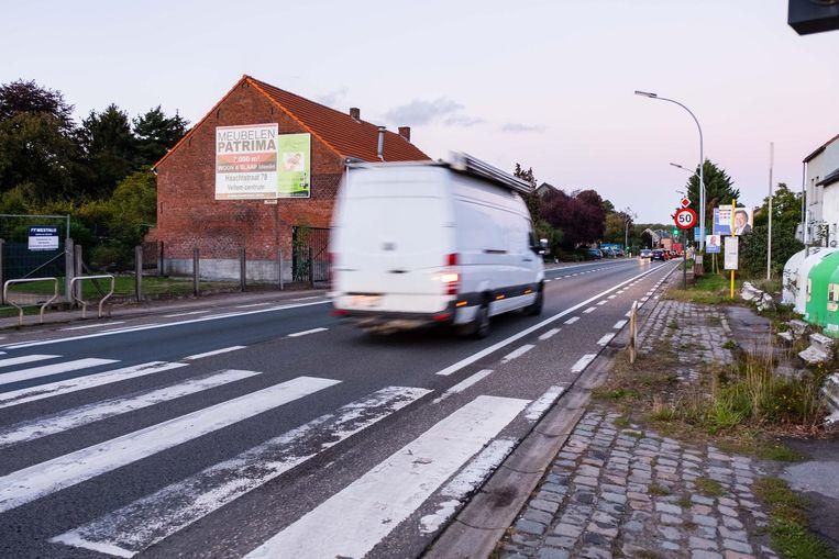 Even voorbij het zebrapad werd de 15-jarige Maarten zaterdagavond rond 22.30 uur bij het oversteken gegrepen door een auto.