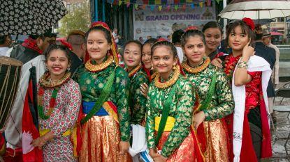 Regendans op Nepal Festival op Grote Markt