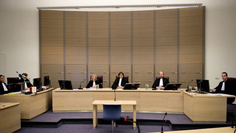 Leden van de rechtbank voor aanvang van de regiezitting over de examendiefstal op de islamitische scholengemeenschap Ibn Ghaldoun. Beeld anp