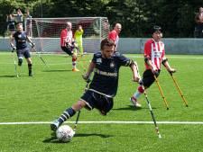 Voetballen met één been? Geen enkel probleem: Amputee Footballers van RAAFC spelen eerste match