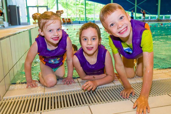 De zwemlessen in Optissport Dommelbad in Boxtel begonnen weer, voor kinderen tot 12 jaar geld de 1.5meter afstand niet. Jayden kon eigenlijk weer eens zwemmen.