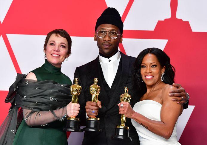 De Oscarwinnaars met van links naar rechts Olivia Colman,  Mahershala Ali en Regina King.