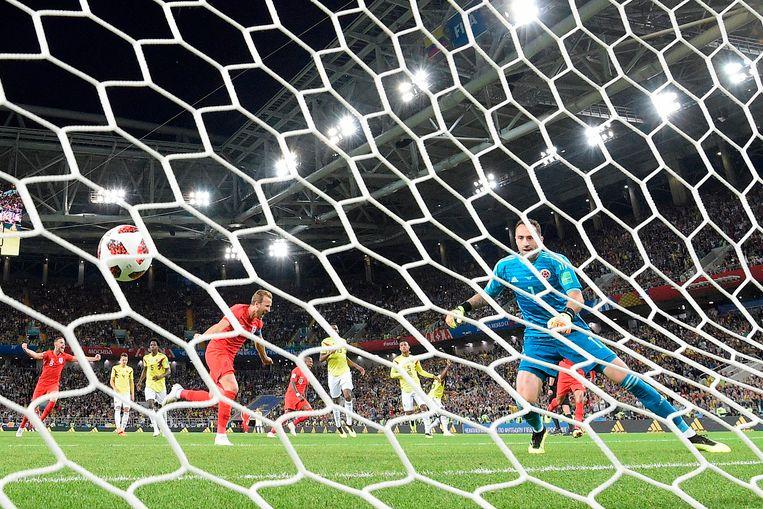 Harry Kane benut een penalty tijdens de wedstrijd tegen Colombia op het WK in Rusland Beeld AFP