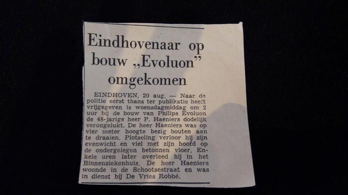 Het krantenartikeltje over de dood van Paul Haemers uit Eindhoven, in het ED van 22 augustus 1965, met spelfout in de naam.