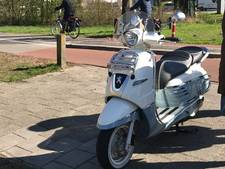 Scooter en auto botsen in Almelo