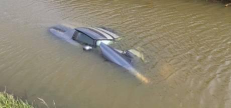 Dodge in het water na ongeluk in Waalwijk: 'Leek wel een onderzeeër'