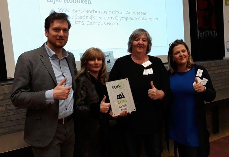 Directeur Paulette Wouters ontvangt de SODA award