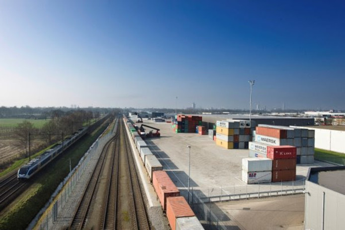een impressie van de railterminal, zoals die aan de noordkant van de Betuweroute zou komen. De terminal krijgt een noordelijke ontsluiting.