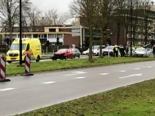 Auto's botsen op elkaar in Apeldoorn: drie gewonden naar het ziekenhuis