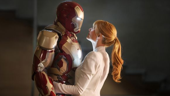 Tony Stark, alias Iron Man (Robert Downey jr.), en Pepper Potts (Gwyneth Paltrow) in Iron Man 3.