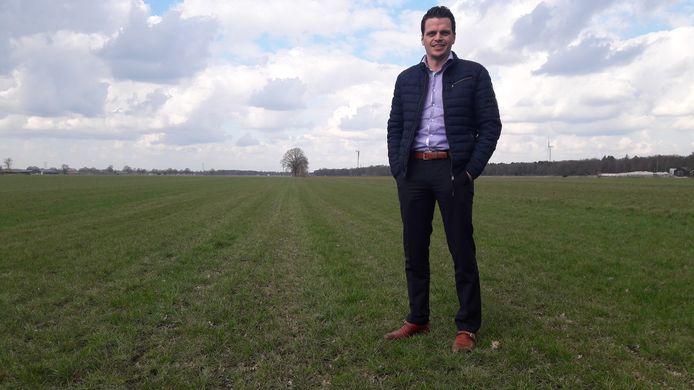 Thijs van Oirschot op het perceel in Haghorst waar hij een groot zonnepark wil bouwen.