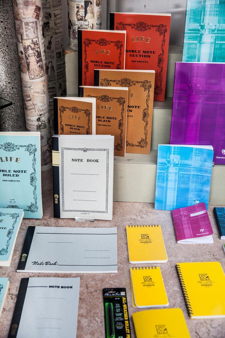 Fraaie notitieboekjes bij boekhandel Damen, waar Couperus ook al graag kocht Beeld Aurélie Geurts