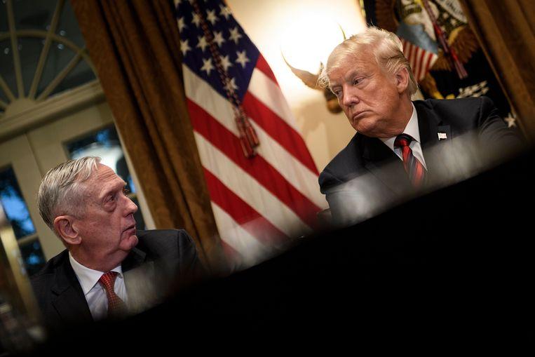 Minister van Defensie Mattis en president Trump bij een overleg met militaire leiders in het Witte Huis, 23 oktober 2018. Beeld AFP