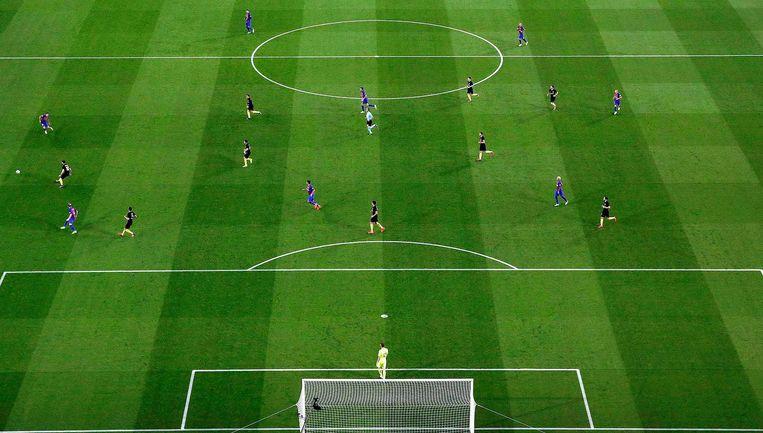 Barcelona tegen Atlético Madrid. Staat iedereen waar ie moet staan? De software van Metrica Sports weet het. Beeld Alberto Estevez/EPA