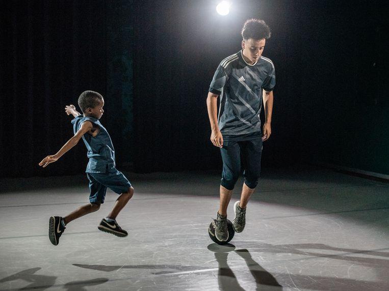 Repetitie voor de voorstelling Ball van Guilherme Miotto/ Corpo Máquina.  Beeld Simon Lenskens