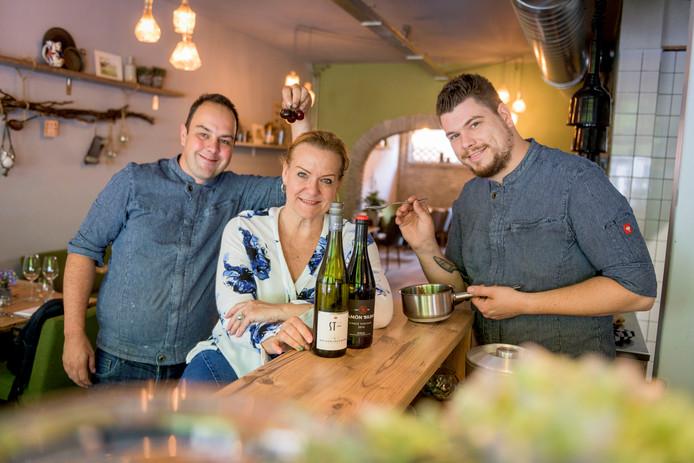 Kevin Scheper, Moniek Eberhard en Roy Ottink (v.l.n.r.) van Kosie Food & Drinks