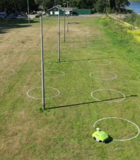 Zwijndrecht zet cirkels in het gras: 'Een vriendelijk hulpmiddel om mensen afstand te laten houden'