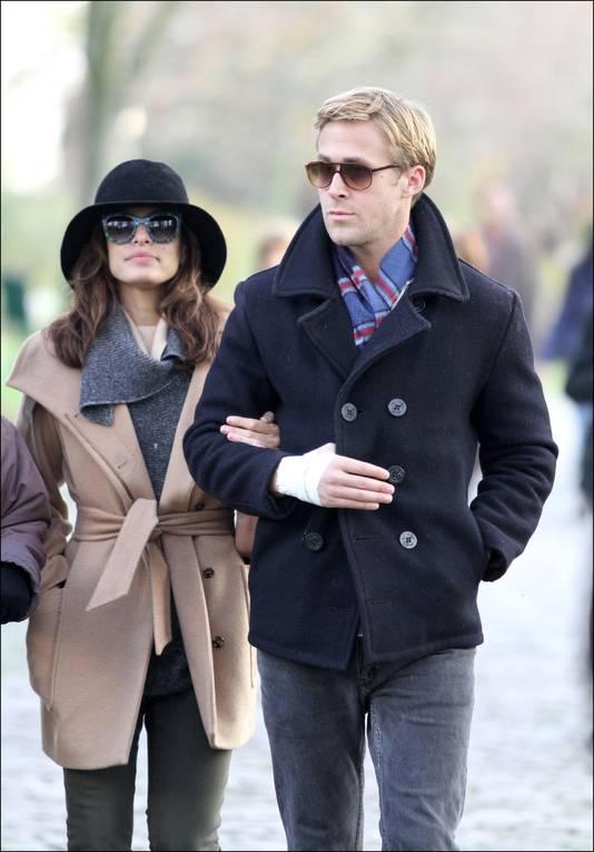 Eva Mendes et Ryan Gosling, lors d'une ballade à Paris, en 2011.