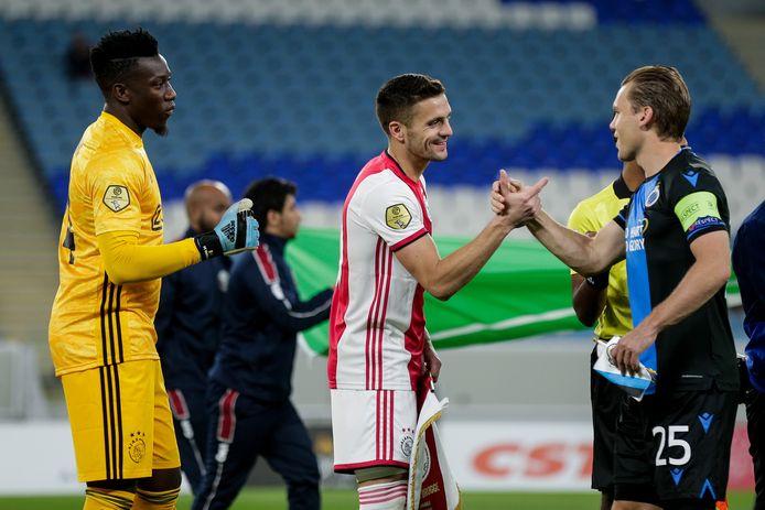 Ajacied Dusan Tadic groet Ruud Vormer van Club Brugge.