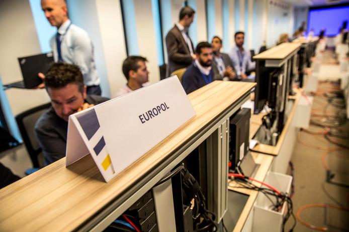 De Operations Room van Europol in Den Haag waar de informatie vanuit de deelnemende landen binnenkwam.