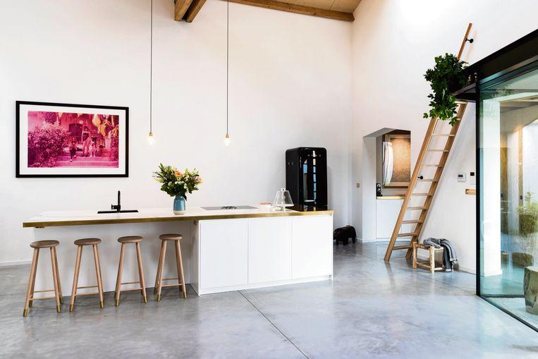 Omdat de woonruimte zo hoog is, kan er makkelijk een extra verdieping gecreëerd worden.