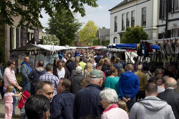 De Pinkstermarkt is een publiektrekker van formaat in Brummen.
