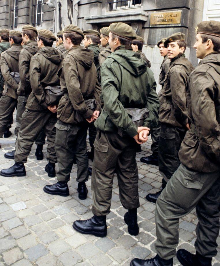 Is het een goed idee om de dienstoplicht opnieuw in te voeren. Twee ex-miliciens blikken terug op hun periode 'onder de wapens'.