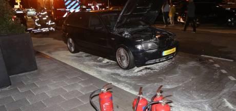 Autobrand op parkeerplaats De Lucht Oost bij Bruchem