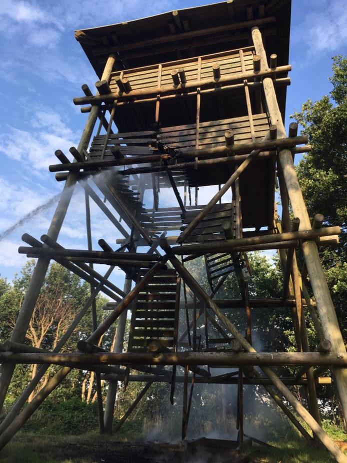 De deels ingestorte toren.