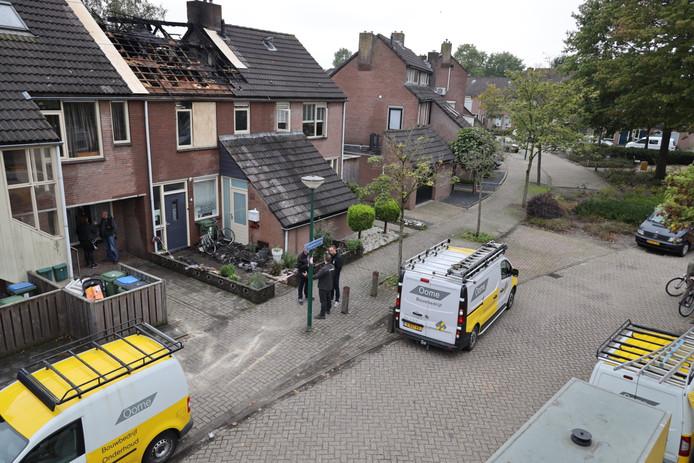 De grote schade aan de zolder en bovenverdieping na de brand in het huis in Kaatsheuvel.