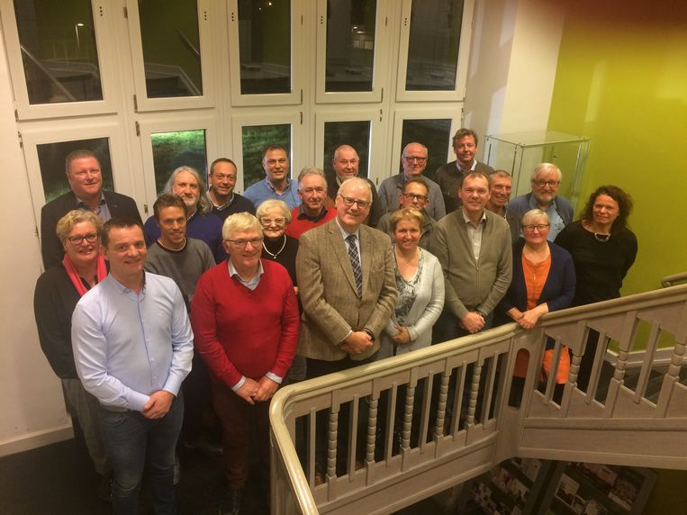 De laatste foto van een voltallig gemeentebestuur onder burgemeester Alain Wyffels. Verschillende raadsleden die hun termijn niet willen verlengen, zoals ook schepen Frank Gheeraert, hebben nu pas zekerheid over hun vertrek. De nieuwe gemeenteraad kan worden voorbereid.