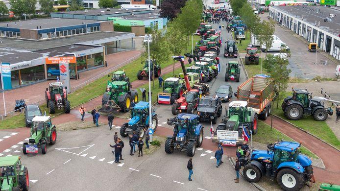 Boze boeren legden vorige week het distributiecentrum van Albert Heijn in Zwolle plat, door de toegangspoort met trekkers te blokkeren.