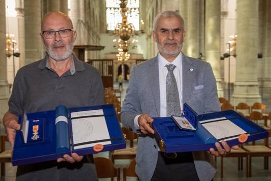 Tohame El Uarichi  en Hoummad Nahari met hun onderscheiding.