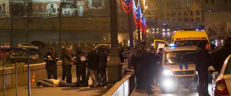 Het lichaam van Boris Nemtsov met op de achtergrond het Rode Plein. Beeld ap