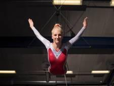 15 maanden na nekwervelbreuk springt Carlijn Blekkink weer gat in de lucht