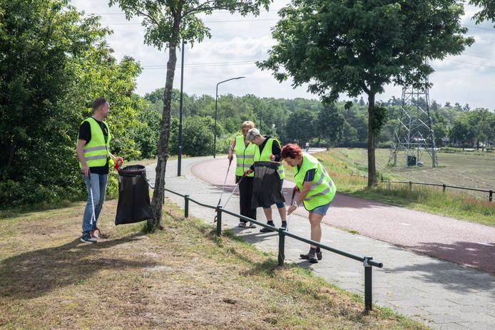 Martin van Stiphout (links) met een aantal mede-deelnemers aan de Clean-upwandeling in Helmond.