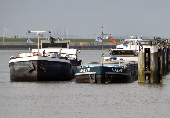 Binnenvaartschepen foto ter illustratie.