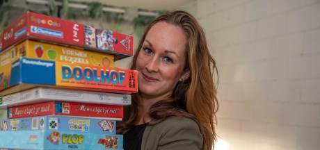 Maaike en Hanno zamelen kerstpakketten en speelgoed in om armeren ook Sint- en Kerstfeest te bezorgen