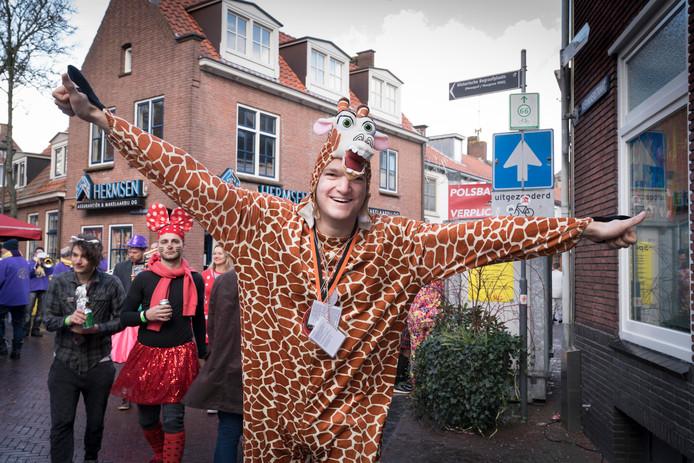 Giraffe Jan Derksen (31) uit Huissen.