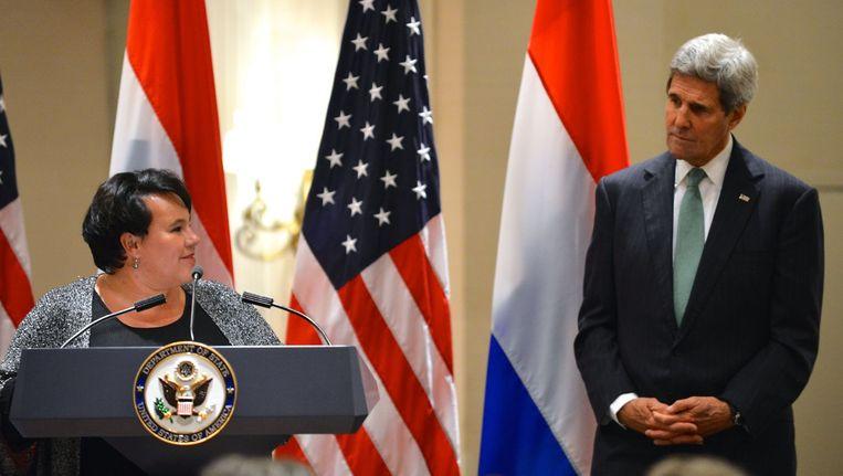 Staatssecretaris Sharon Dijksma presenteert samen met de Amerikaanse minister John Kerry de 'alliantie voor klimaatslimme landbouw'. Beeld Flickr/US Department of State