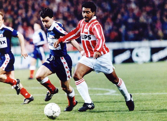 Romário in duel met MVV'er Roberto Lanckohr.