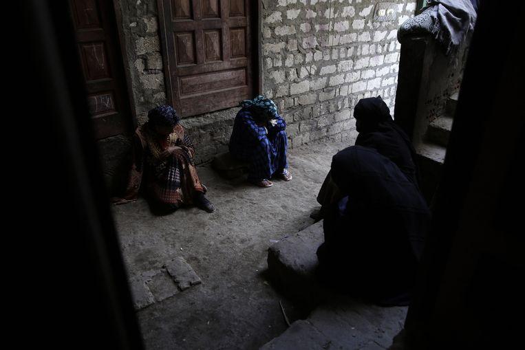 Koptische christenen rouwen in het dorp al-Aour, 220 kilometer ten zuiden van Caïro. Beeld ap