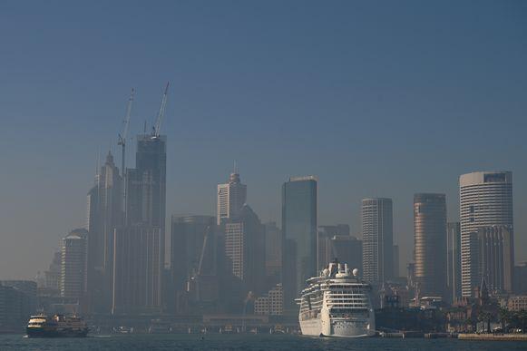 Het zakendistrict van Sydney onder een dikke deken van rook.