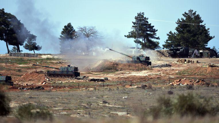 Turkije vuurt richting Syrië op doelen van IS. Beeld ap