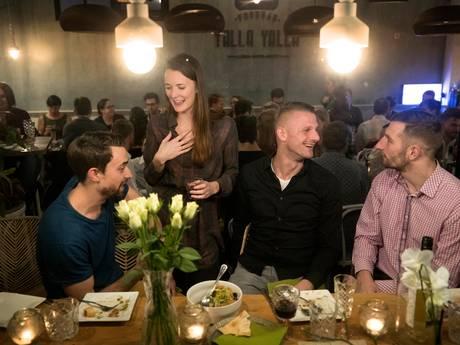 Tientallen Amerikanen werken in Den Bosch en zij zijn dol op Sint, Thanksgiving én Oeteldonk