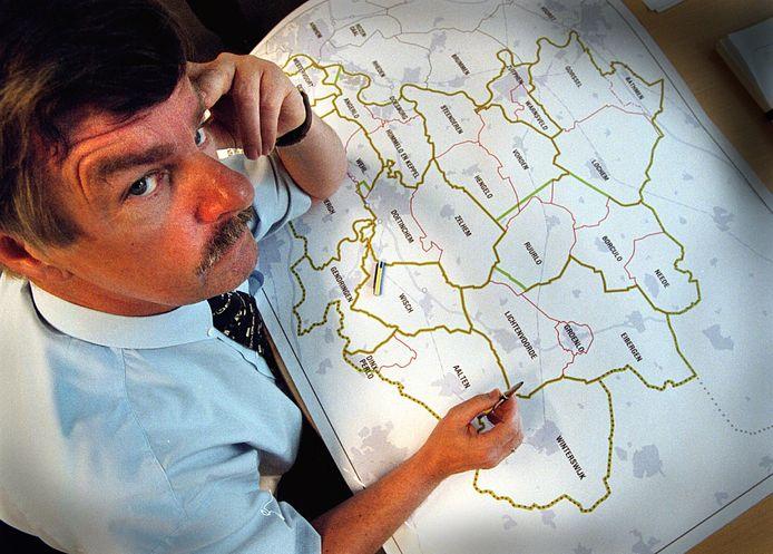 Toenmalige Gelders gedeputeerde Hans Boxem, in 2001 verantwoordelijk voor een voorstel voor herindeling van de gemeenten in de Achterhoek.