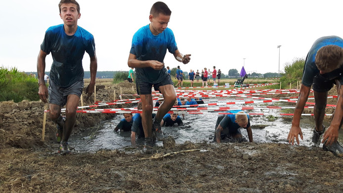 De Drek Race is geen wedstrijd, maar een prestatietocht waarbij de deelnemers elkaar helpen.
